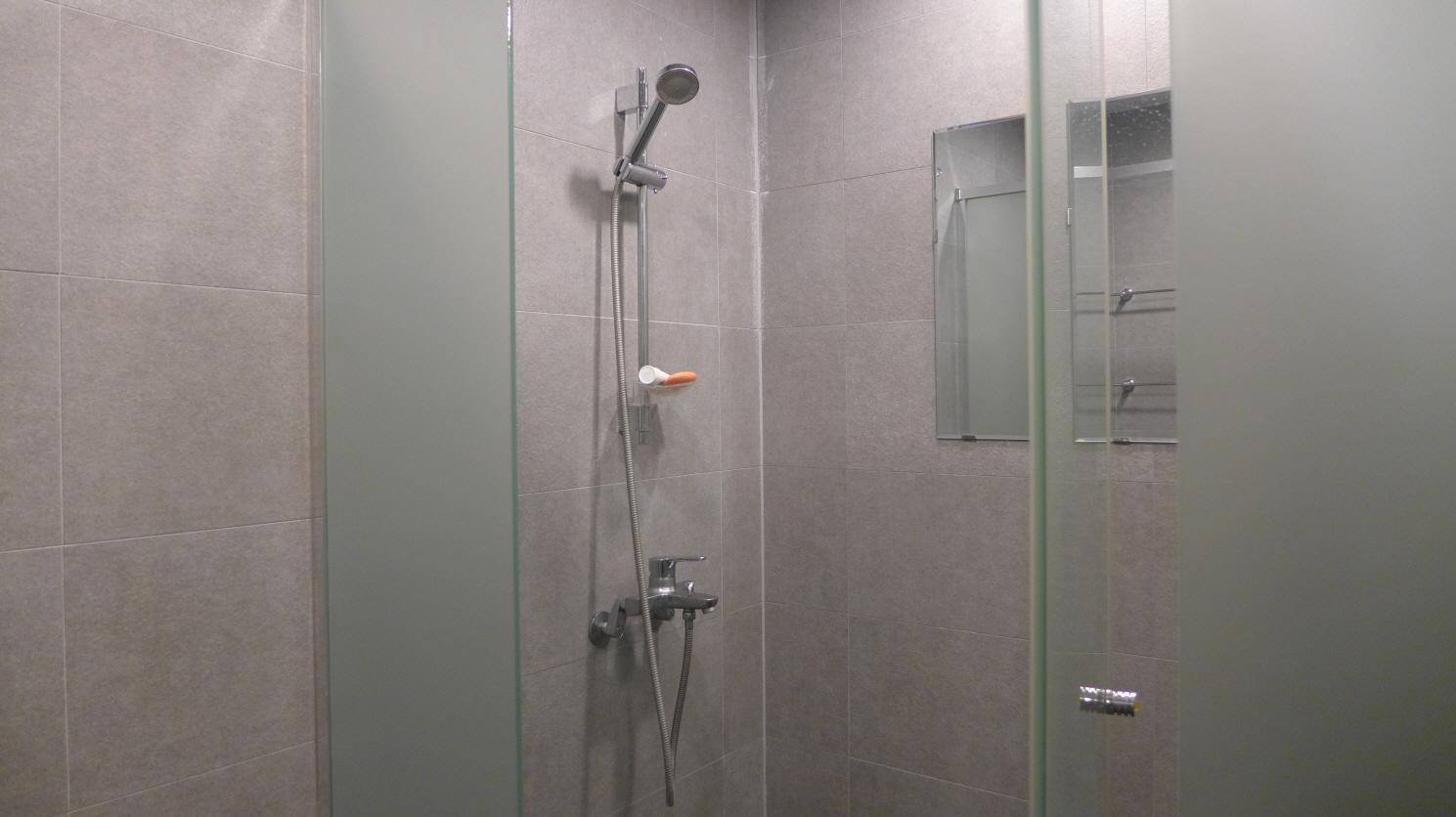 샤워실 내부 2.JPG